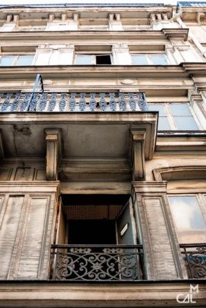 La grille d'aération de la cheminée du 145 rue Lafayette, Paris 10e