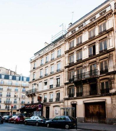Fausse façade du 145 rue Lafayette, Paris 10e