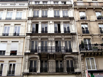 Fausse façade du 145 rue Lafayette, Paris 10e (bis)