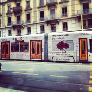 Information pour une prise de conscience de la violence faite aux femmes et une prise en charge des victimes, sur Genève.