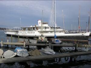 Le Bateau Geneve a son emplacement