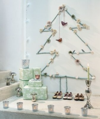 ©Marieclaireidees.com_PhotoPatricedeGrandry_sapin-noel-branches-mur