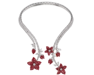 Collier Fleur de Pommier 2005 Collection Privée_Denis Hayoun, Diode © Van Cleef & Arpels
