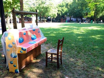 Streetpiano au parc des Bastions ©dunpetitsuissealautre