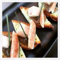 Mini bruschettas foie gras, figue fraîche, chutney