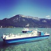 Le lac d'Annecy côté vieille ville et son eau turquoise
