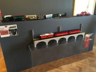 Le petit train de la Mure (1900 briques, 40 heures de travail), les trains suisses et le Saint Gothard (5654 pièces et 3 heures de travail)